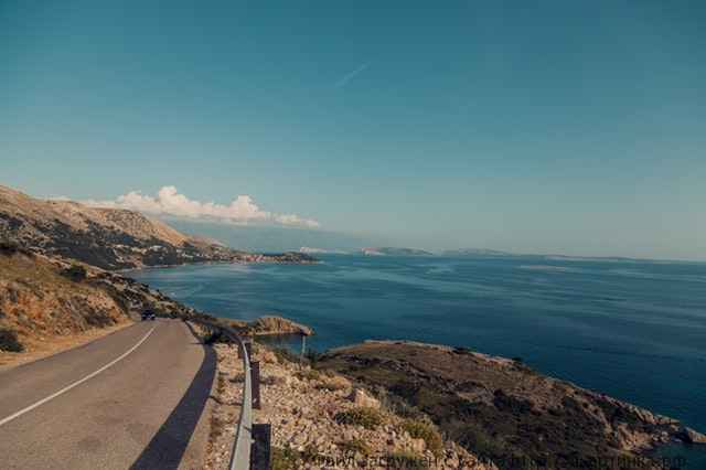 Дорога у моря