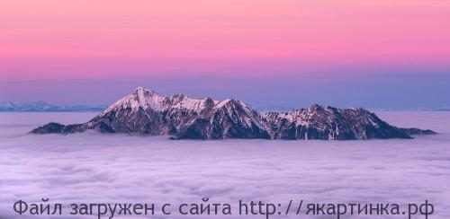 горы на заходе солнца